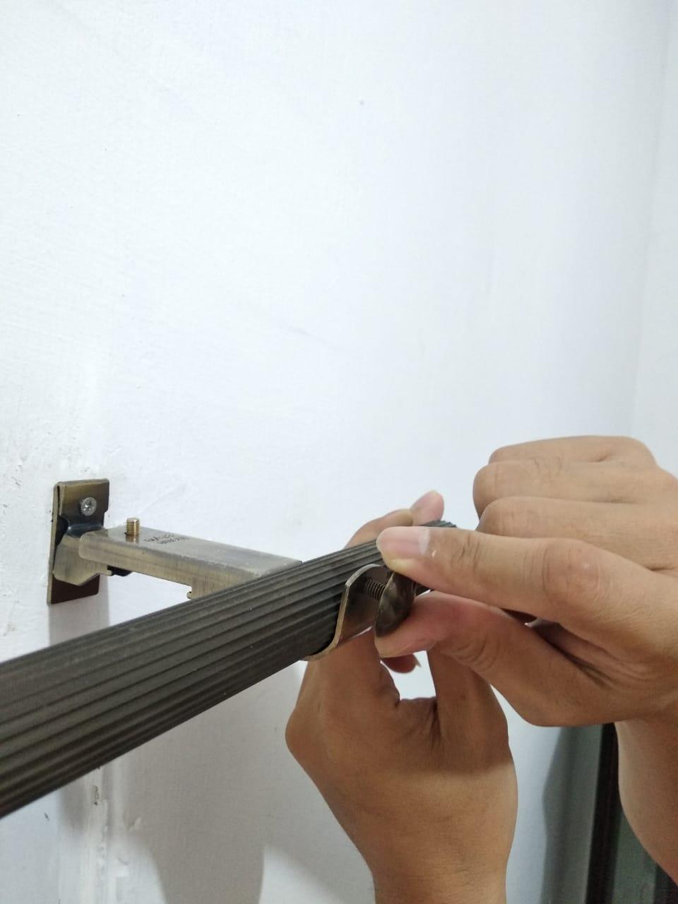 cara pasang rel pada bracket gorden